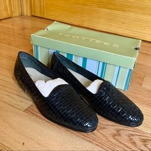 TROTTERS Liz Leather Loafer Navy 9.5 Narrow